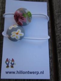 haarelastiekje grijs met pip bloemetje