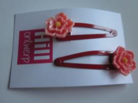 Rode knipjes met roze bloem