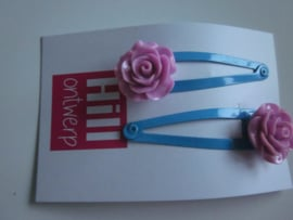 Blauwe knipjes met roze bloem