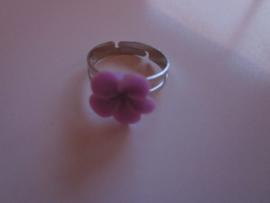 Ringetje met lila bloemetje