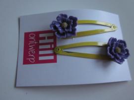 Gele knipjes met paarse bloem