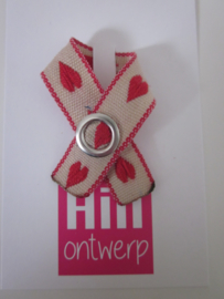 creme wit met rood hartje