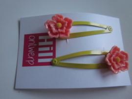 Gele knipjes met roze bloem