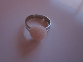 Ringetje met wit/roze chrysantje