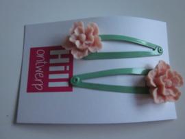 Groene knipjes met licht roze bloem