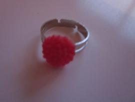 Ringetje met rood chrysantje