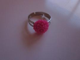 Ringetje met donker roze chrysantje
