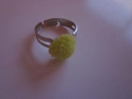 Ringetje met groen chrysantje