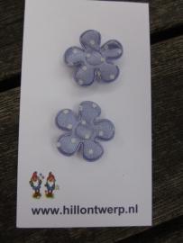 Lila bloemetje met witte stippen