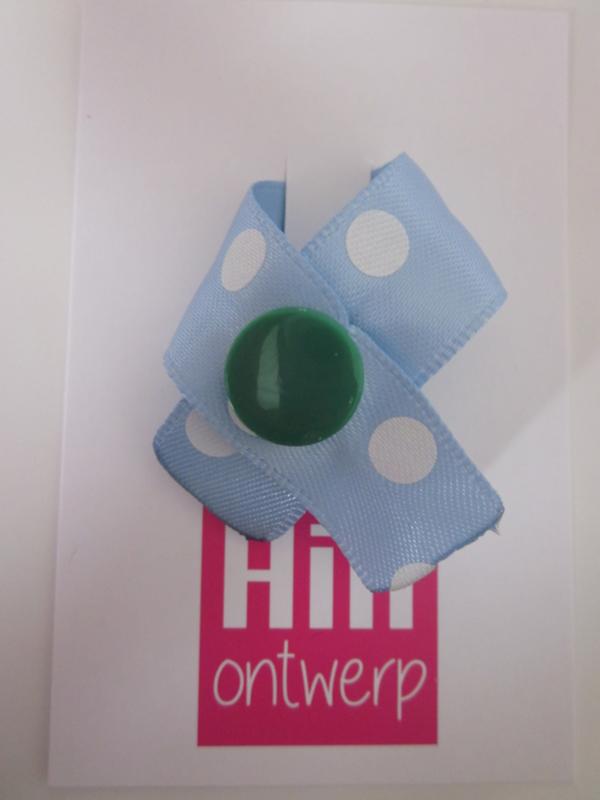 licht blauw met witte stip en groene ronde drukker