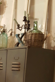 Brocante fles in mand