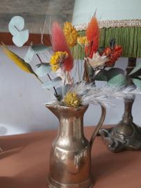 Droogbloemen in koperen vaasje