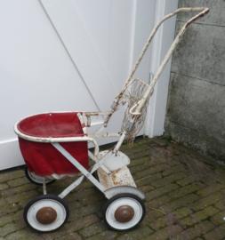 Oud kinderwagentje