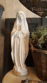 Oud betonnen Maria beeld