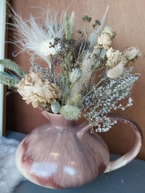 Droogbloemen boeket in vintage vaas
