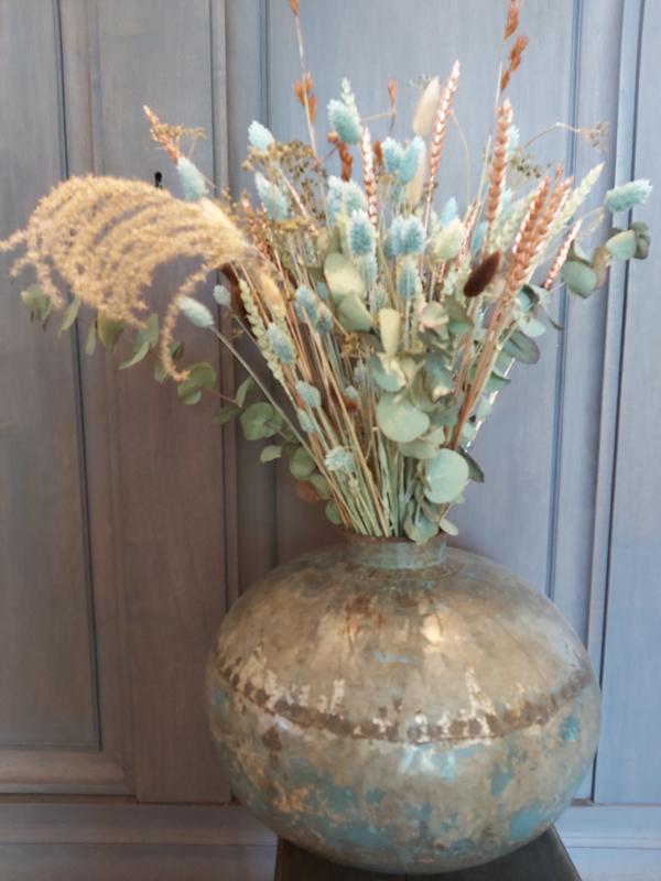 Nepalese vaas met droogbloemen boeket