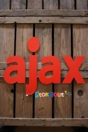 Letters 25cmx6mm `AJAX` Kleur: Rood