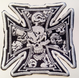 046 - PATCH - Chopper sign / Maltese Cross with white skulls [medium]