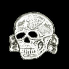 P142 - Pin - War Skull Toxic - Large