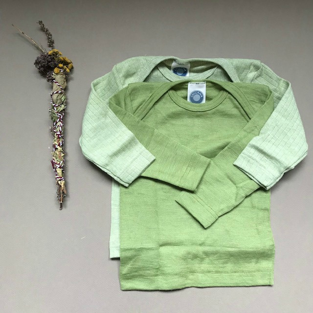 Cosilana wolzijden baby longsleeve groen