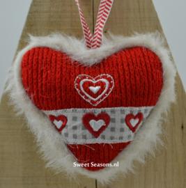 Gebreid hartje met hartjes