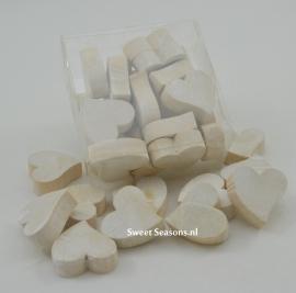 Doosje met houten hartjes