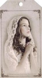 Cadeaulabel biddend meisje