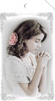 Cadeaulabel biddend meisje met roos in haar