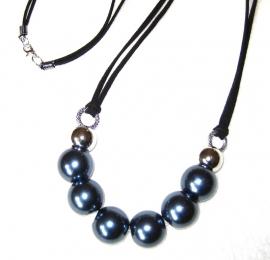 HL-0010  Ketting met grote Blauwgrijze parels