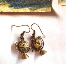 O-0668 Oorbellen Bronzen Globe