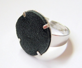 R-0075  Ring Black Leather
