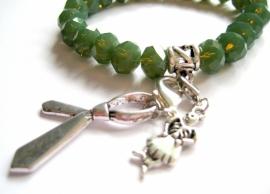 A-0513  Armbandje Groen facet met bedels