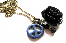 HL-0181 Ketting Black Rose Peace