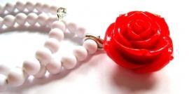HK-0262 Ketting Wit met Rode Roos