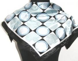 Shawltje vierkant zwart/ lichtblauw klassiek model S-0022