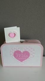 Koffertje met opdruk van geboortekaartje voor Mila