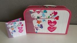 Koffertje met opdruk van geboortekaartje Fuchsiaroze