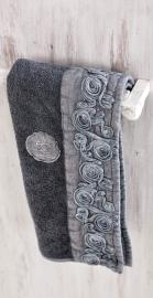 Arte Pura Chitarra handdoek 60x100 cm met CO kant leverbaar in meerdere kleuren set 2 stuks