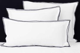 Flamant sierkussentje Triple white - black katoen satijn 30x50 cm
