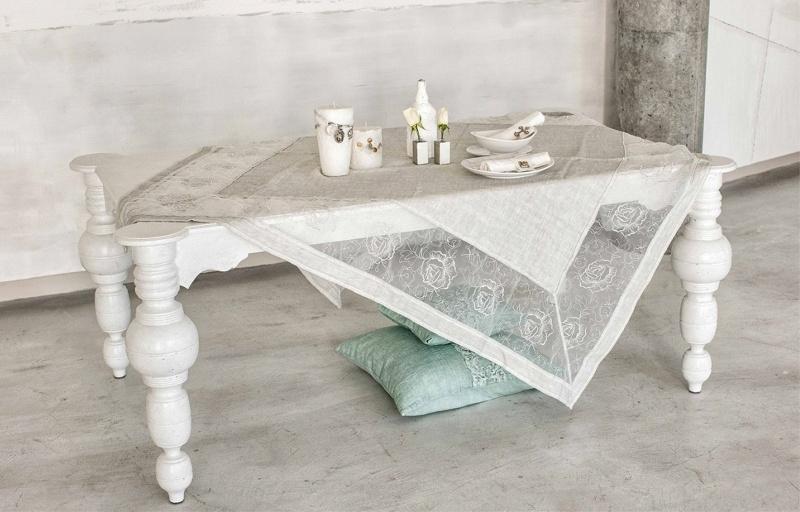 Arte Pura design tafelkleed Cercis  linnen met organza en rozen 180x180 cm meerdere kleuren leverbaar