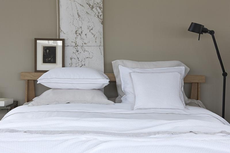 House in Style dekbedovertrek Rimini  katoen satijn wit met taupe lockrand