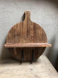 Oud houten kapstok haak wandkapstok snijplank wandhaak plank broodplank console legplank wandplank haak haken landelijk hout stoer