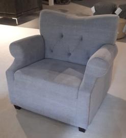 Prachtige grote stoffen Fauteuil stoel gecapitonneerd Mats 1,5 zits landelijk