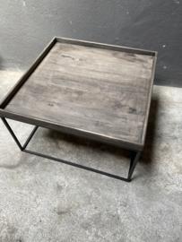 V vergrijsd houten salontafel bijzettafel tafel tafeltje grijs houten blad zwart metalen onderstel 63 x 63 x 37 cm  landelijk industrieel