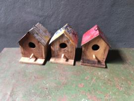 Sloophouten vogelhuisje met metalen dakje landelijk stoer industrieel vogelhuis