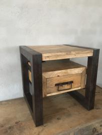 Stoer houten met metalen nachtkastjes industrieel landelijk kastje kast ladenkast ladenkastje nachtkastjes ladekast nachtkastje nachtkastjes