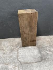 Grote oud vergrijsd houten truckwood railway hout sokkel zuil pilaar landelijk  35 x 35 x 80 cm