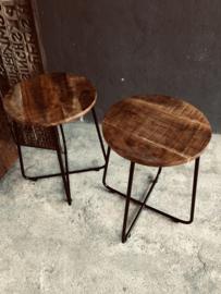 Stoere industriële landelijke kruk metalen onderstel houten zitting krukje vintage bruin