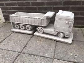 Betonnen bloembak DAF vrachtwagen vrachtauto bloempot beton betonnen oplegger