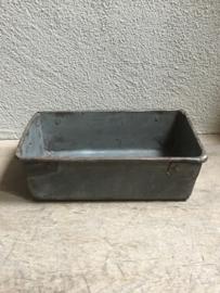 Heel stoer oud metalen dienblad tray schaal bak metaal zink roest grijs landelijk industrieel bakblik
